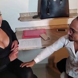Conheci na balada e convenci a novinha gostosa a gravar um porno, confiram a estreia de Fa Padilha no pornô.(COMPLETO NO RED)
