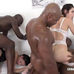 Interracial orgy makes Nicole Love & Jessica Bell orgasm on black cocks