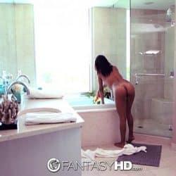 FantasyHD – Jade Jantzen gives blow job in bubble bath